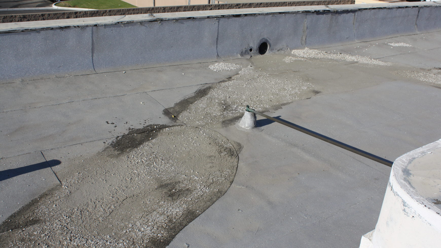 Leakage on Flat Commercial Roofs – Common Signs