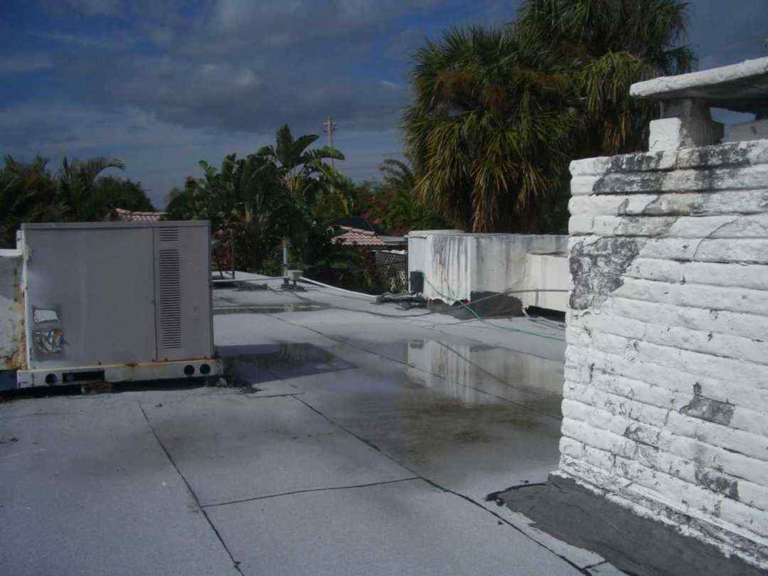 Pros & Cons of Placing HVAC Units On Flat Roofs