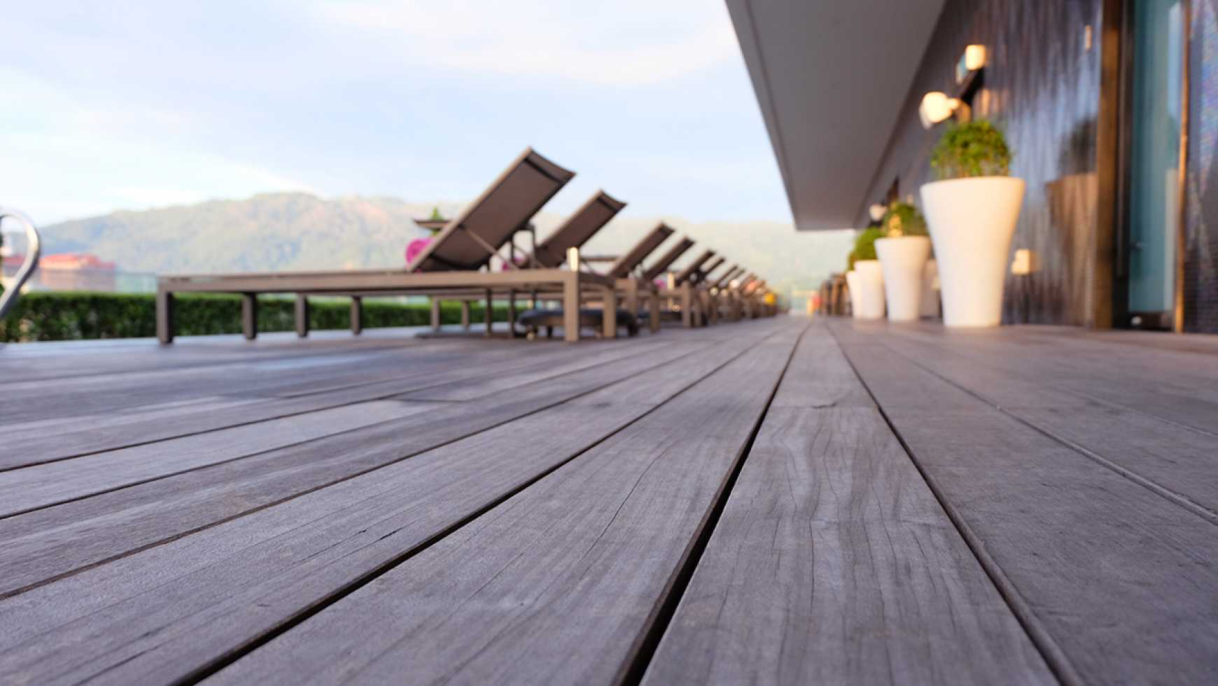 Roof Decks on Flat Roofs: Benefits and Considerations