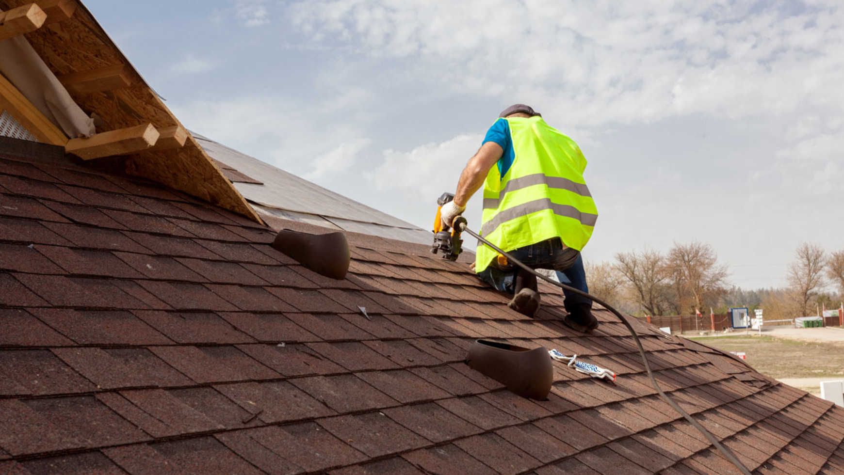 Roofing Tools: The 13 Most Commonly Used